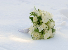 bouquet-in-snow.jpg